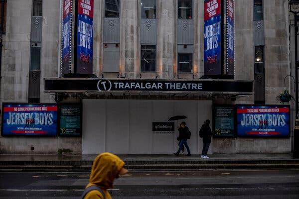 U.K. Virus Surge Surpasses Spring Peak as Lockdown Choices Loom 1