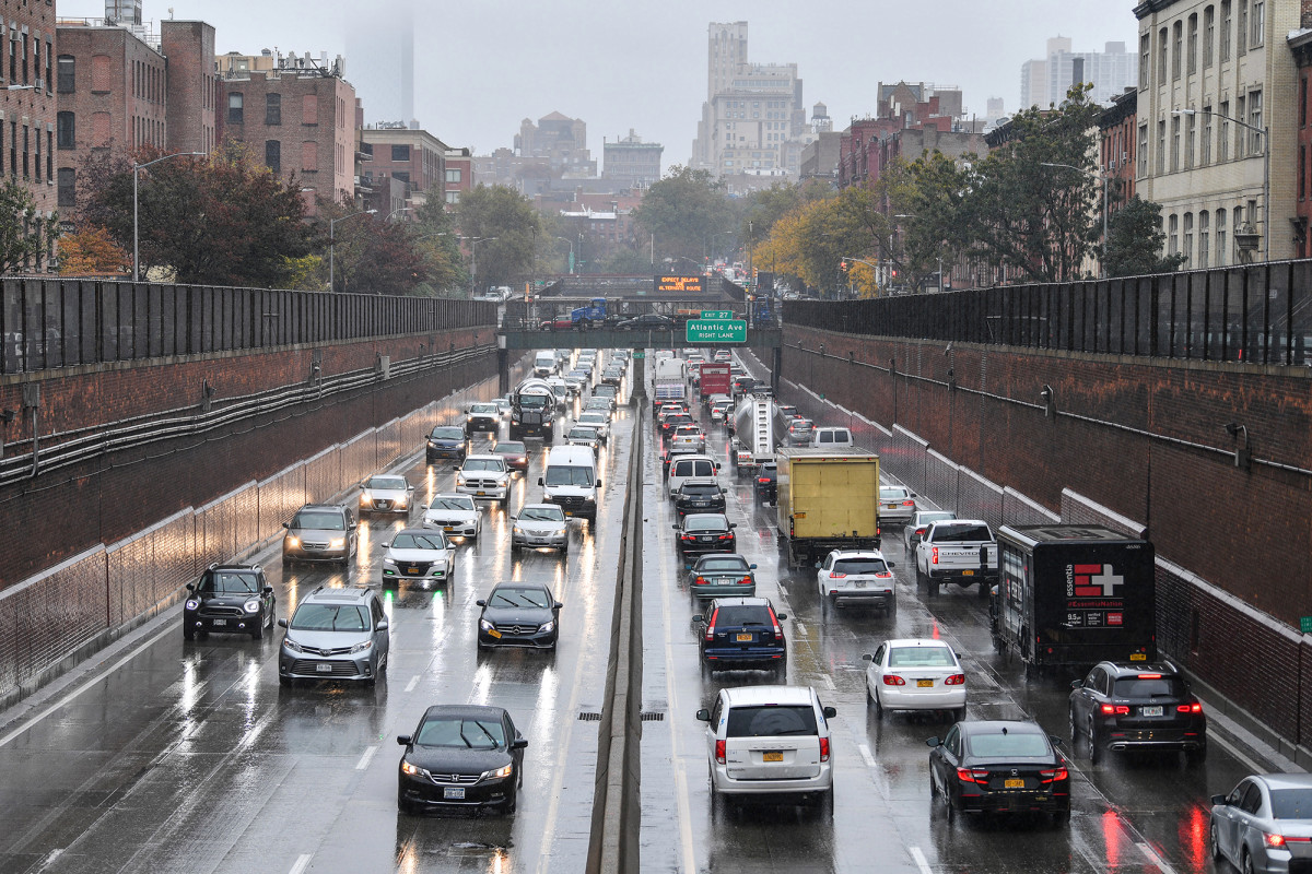 COVID-19 restrictions fueled NYC's nation-leading drop in car crashes 1