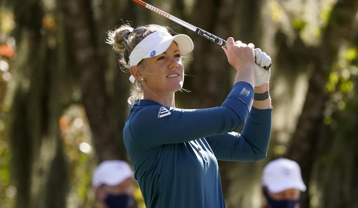 Olson comes up aces and takes 1-shot lead in Women's Open 1