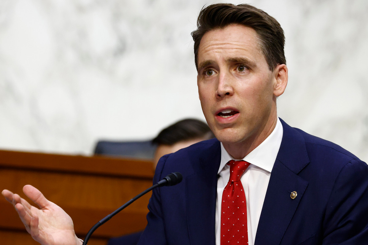 Sen. Josh Hawley blasts 'Antifa scumbags' for protesting outside his home 1