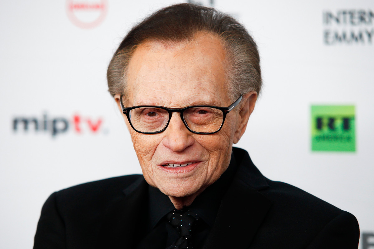 Larry King breathing on his own after COVID-19 hospitalization 1