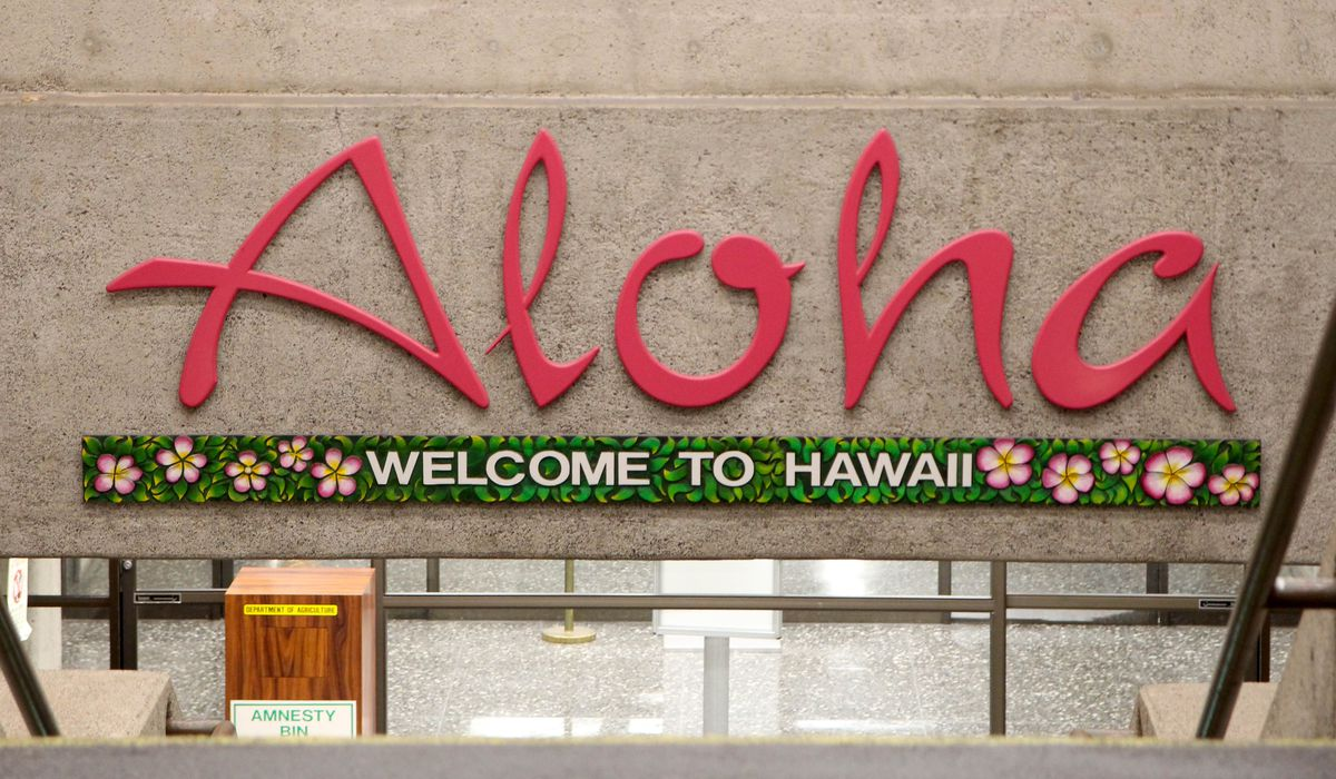 2 tourists tried to bribe Hawaii airport worker with $3,000 to dodge COVID quarantine, authorities say 1