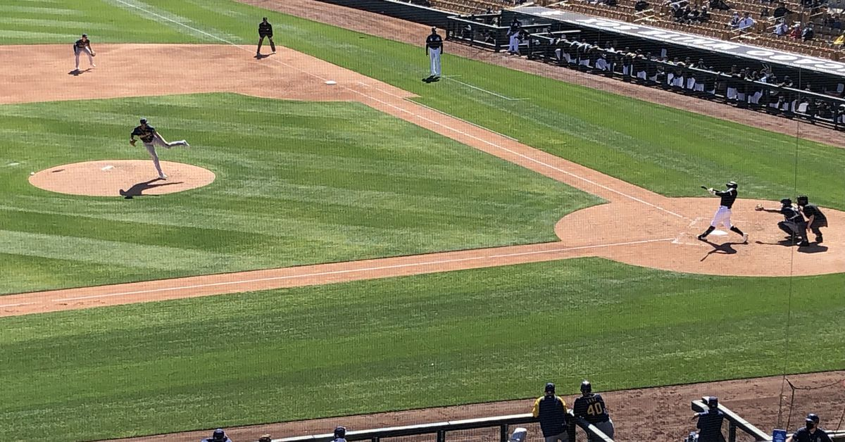 Engel homers in White Sox' Cactus League opening loss 1