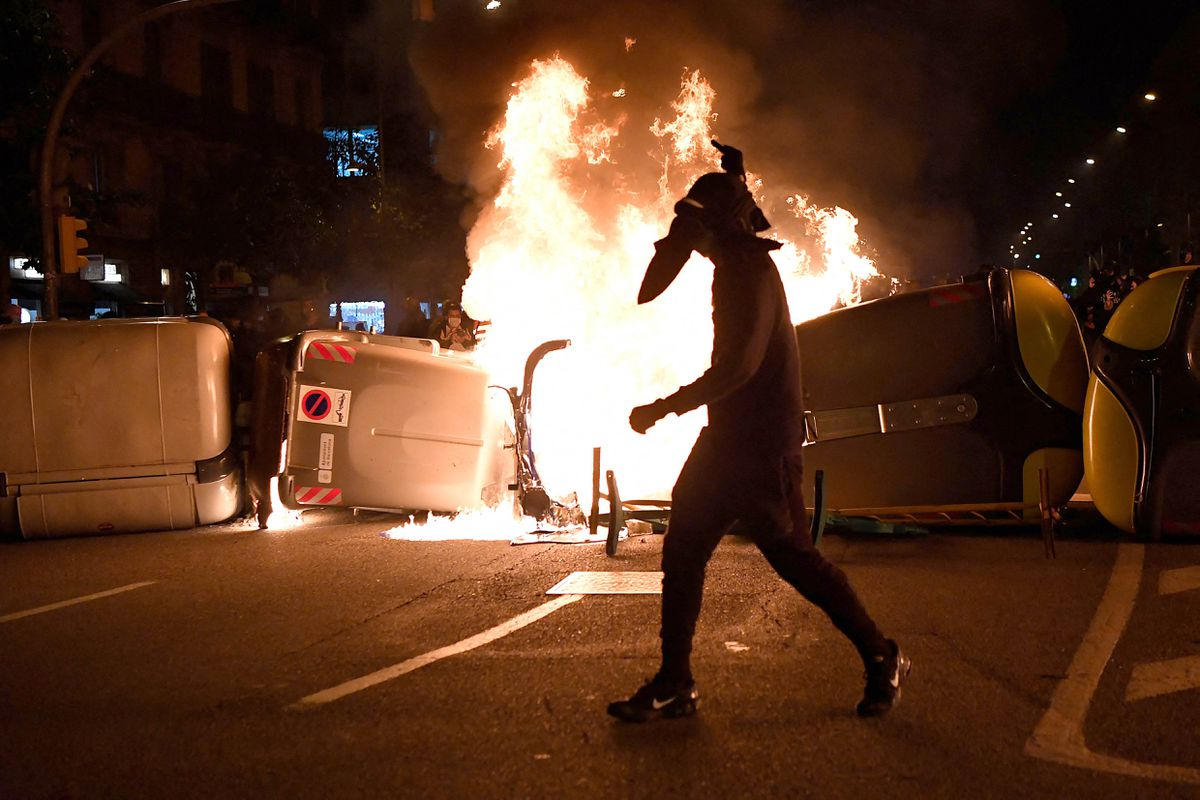Violent protests continue in Spain after rapper's arrest 1