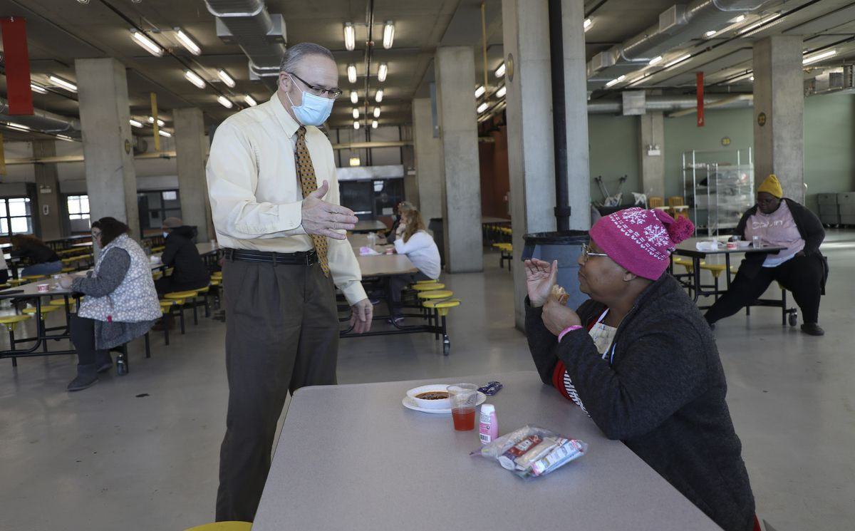 More than 2,200 homeless Chicagoans in shelters receive COVID-19 vaccine: 'I was happy we were able to get it here' 1