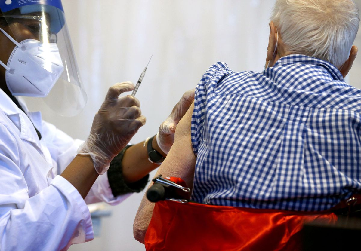 Far fewer COVID-19 deaths in Illinois nursing homes, where residents and workers were prioritized for vaccination 1