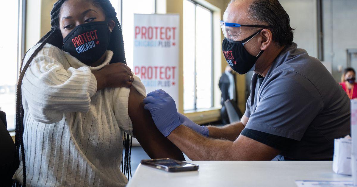 Illinois passes 2 million coronavirus vaccine doses administered 1