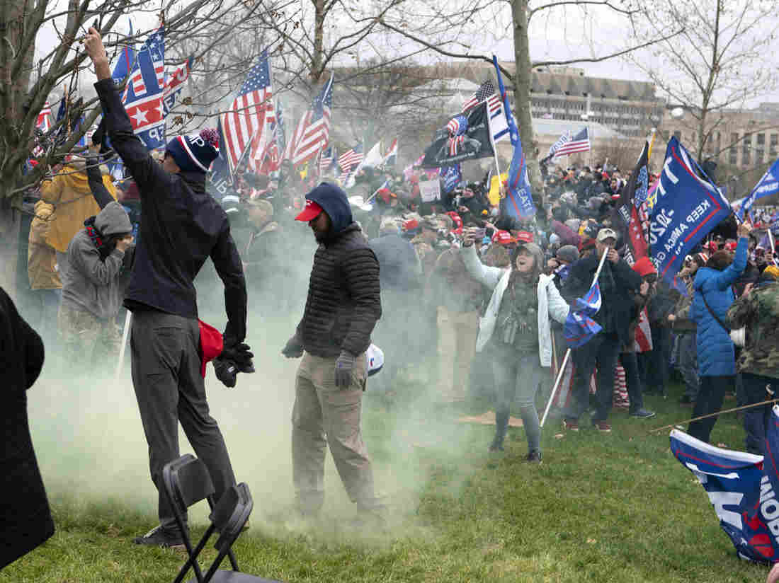 Capitol Police Suspends 6 Officers, Investigates Dozens More After Capitol Riots 1
