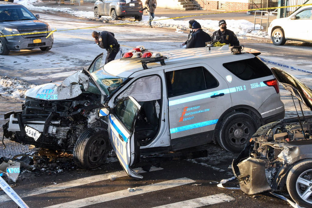 Two NYPD officers injured in collision with livery car in Brooklyn 1
