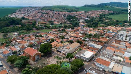 Brazil's hospitals reach breaking point as health minister blames new coronavirus variants 1