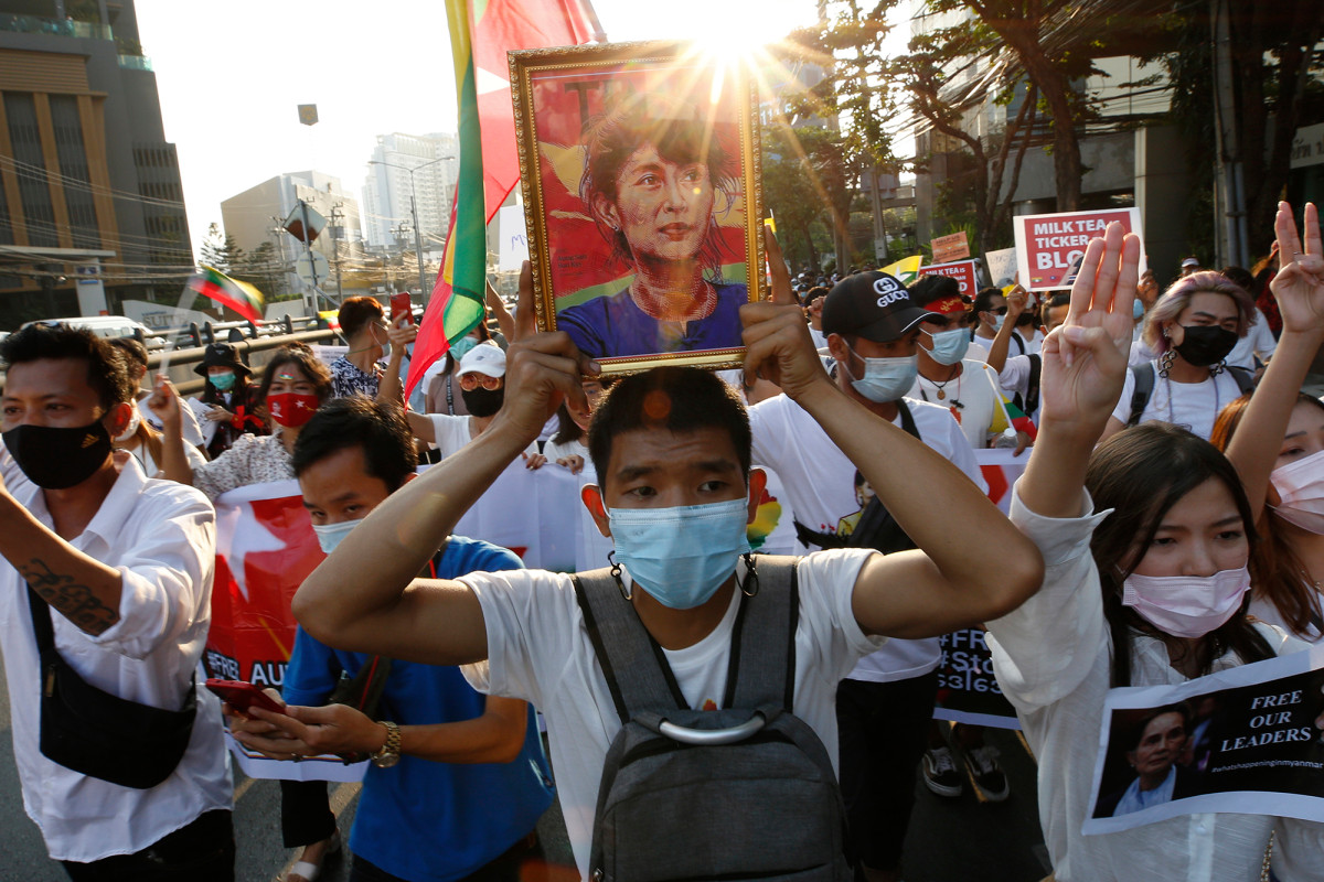 Thai marchers link their democracy cause to Myanmar protests 1