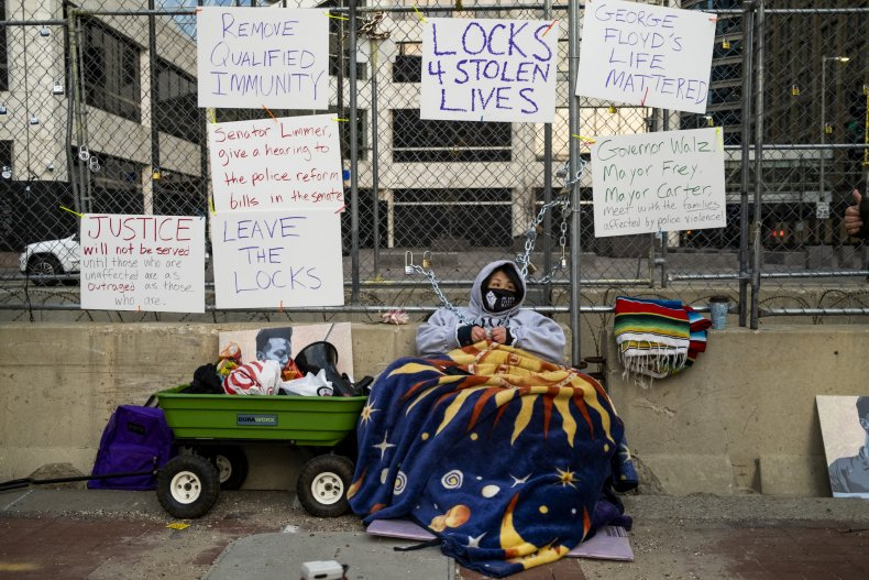 Teacher Seeks Justice for George Floyd, Chains Herself to Fence Outside Derek Chauvin Trial 1