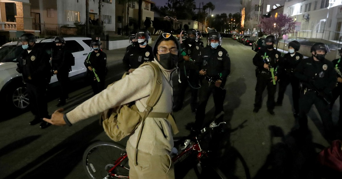 'It stood out to me as egregious': Protesters, others allege LAPD violence at Echo Park sweep 1