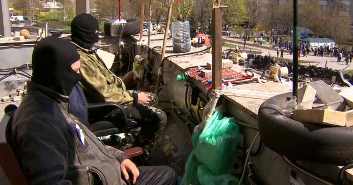 Pro-Russian protesters staying put in Ukraine despite diplomatic deal 1