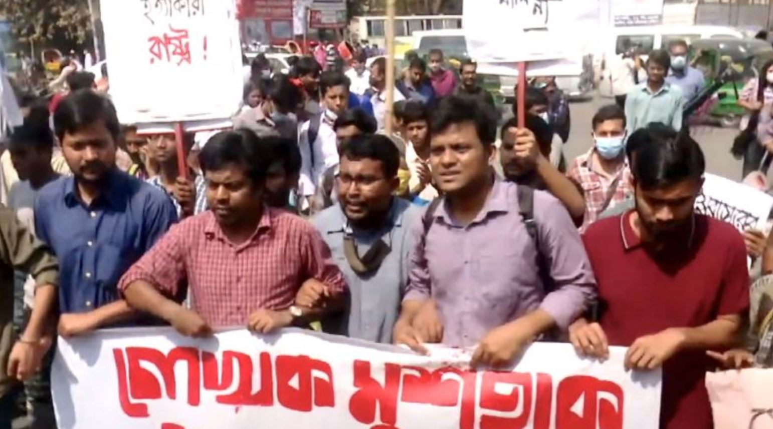 Protests Erupt in Bangladesh After Writer Charged Under the Digital Security Act Dies in Prison 1