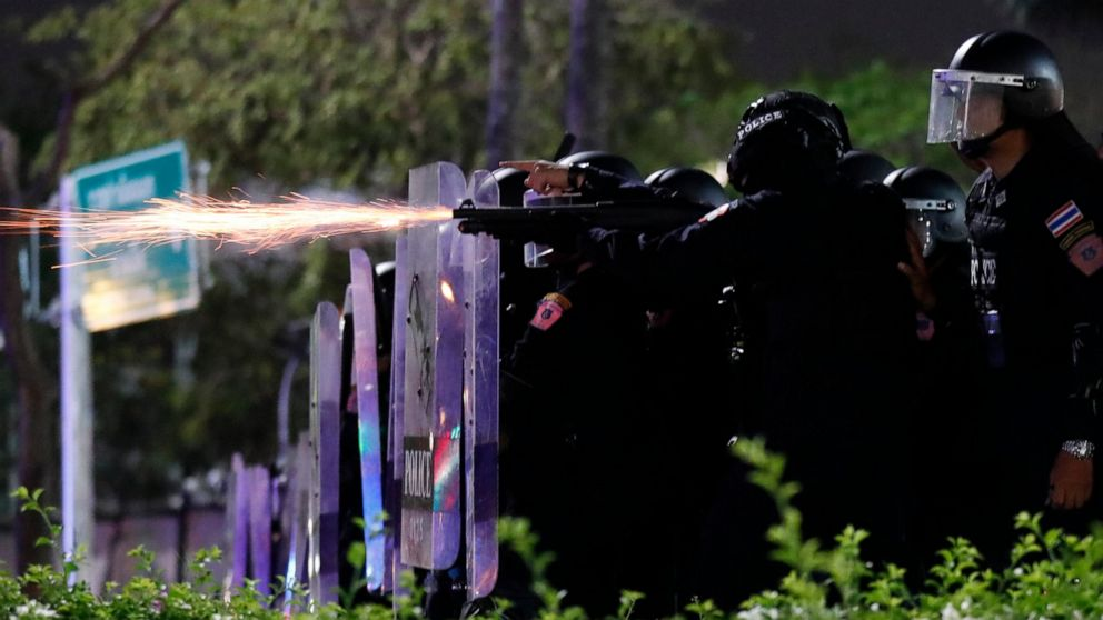 Thai police use tear gas, rubber bullets to break up protest 1