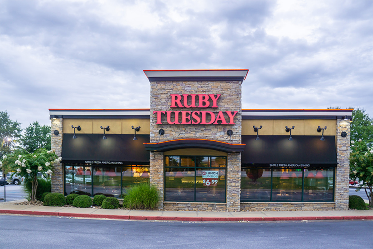 Federal officers shoot drug suspect during melee at NJ Ruby Tuesday's 1