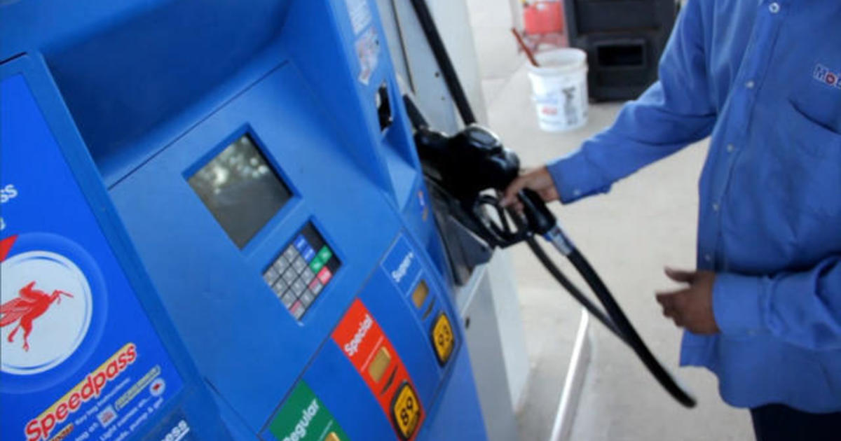 MoneyWatch: Gas prices fall; Climate change protests come to Wall Street 1