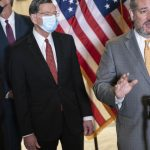 Sen. Cruz refuses to wear mask after reporter asks 5