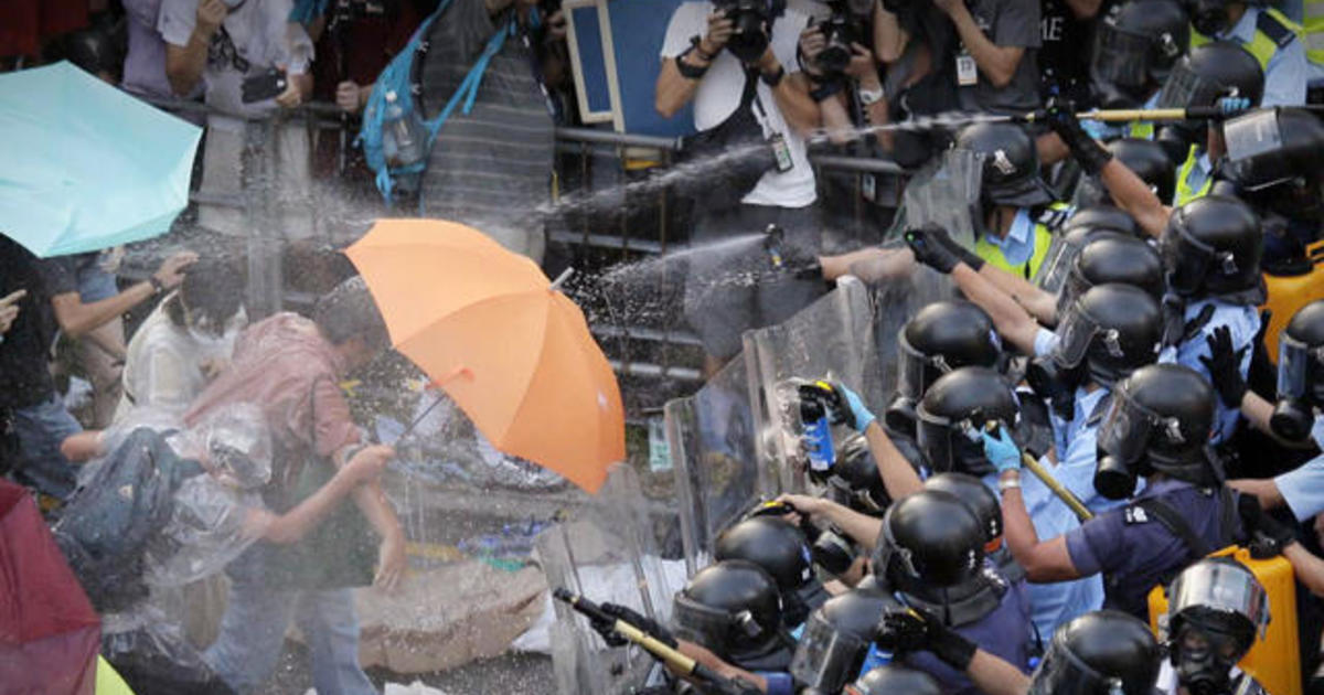 Pro-democracy protestors in Hong Kong defy calls to disperse 1
