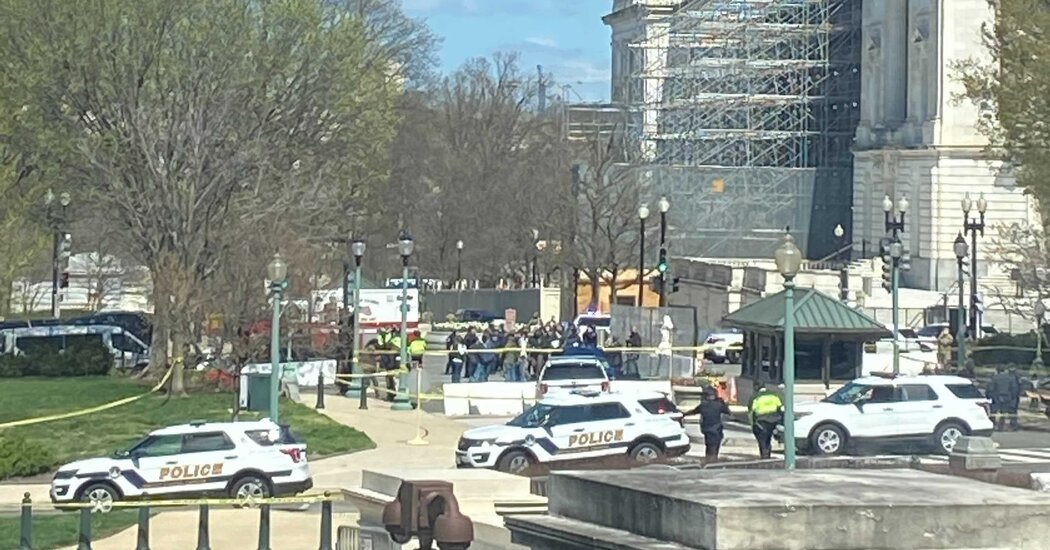 U.S. Capitol on Lockdown After Vehicle Attack; 2 Officers Injured 1