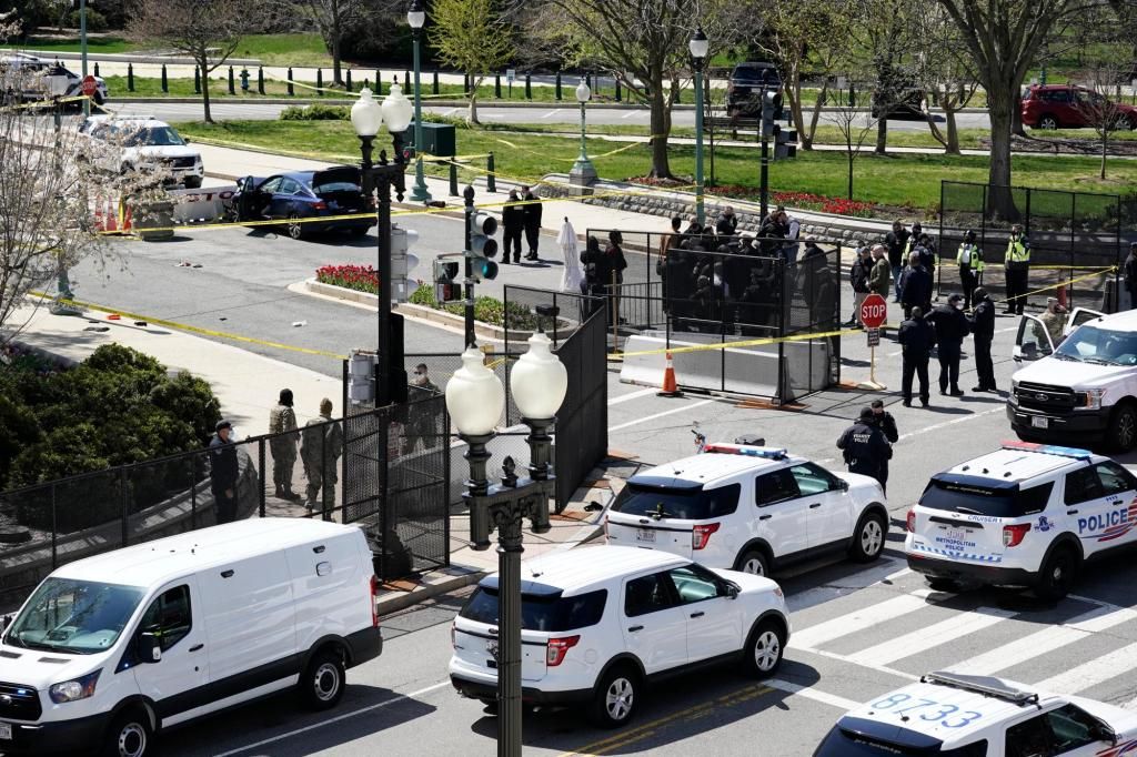 Man rams car into 2 Capitol police; 1 officer, driver killed 1
