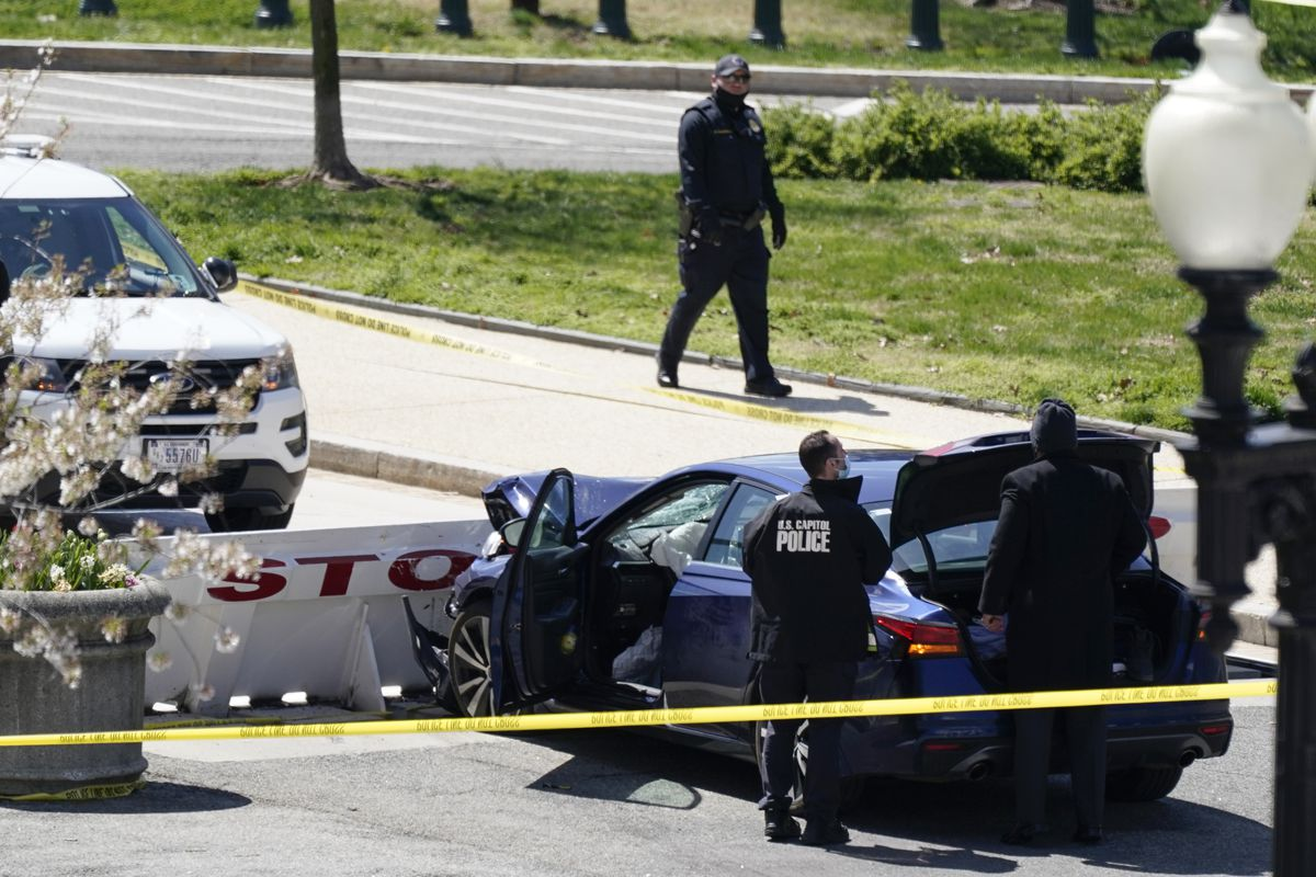 Car rams into police at Capitol barricade; officer killed 1