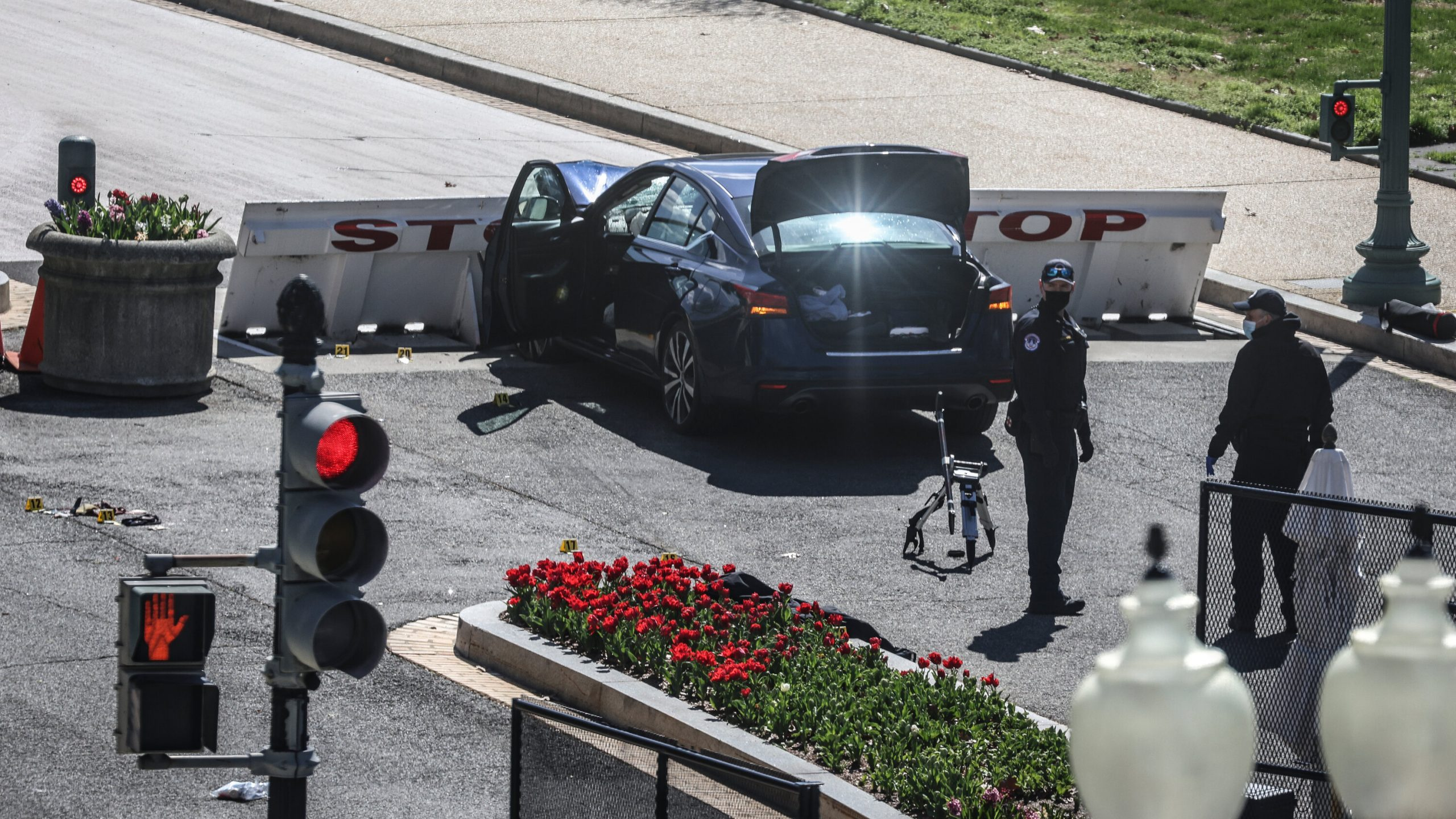 Attack at Capitol Kills One Officer and Injures Another; Suspect Is Dead 1