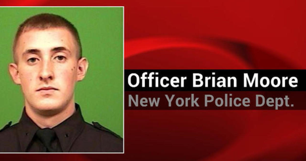 NYPD officer dies after being shot in the head 1