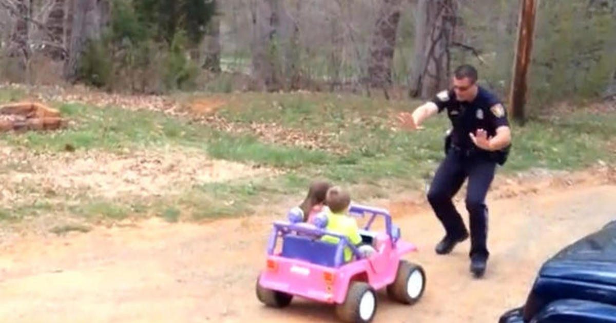 """Officer dad pulls over kids for being """"too cute"""" 1"""