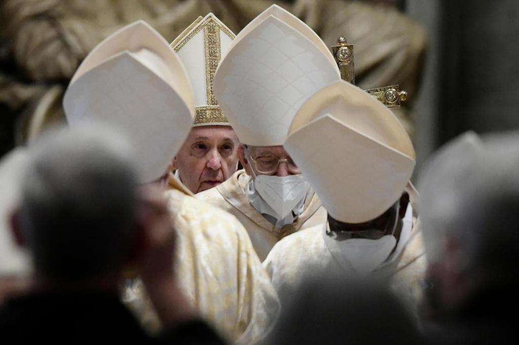 Singing hymns through masks, Christians mark pandemic Easter 1