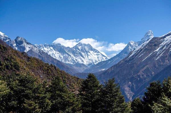 Climbers Return to Mt. Everest Despite Covid-19 1