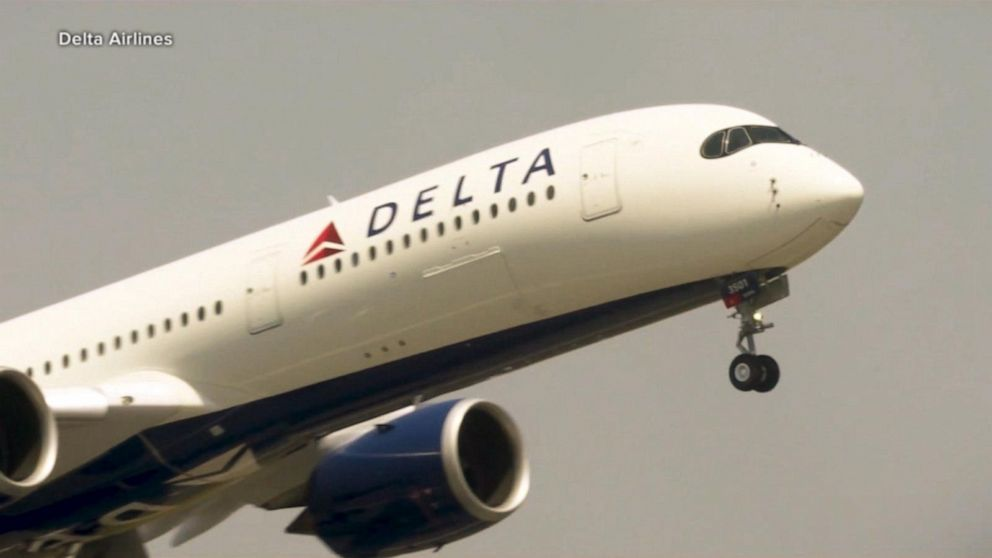 Delta cancels about 100 flights, opens some middle seats 1