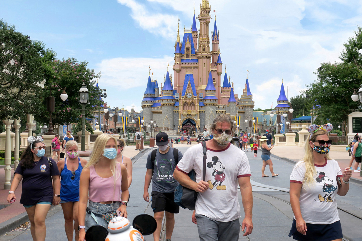 Disney World to allow guests to take off masks for photos 1