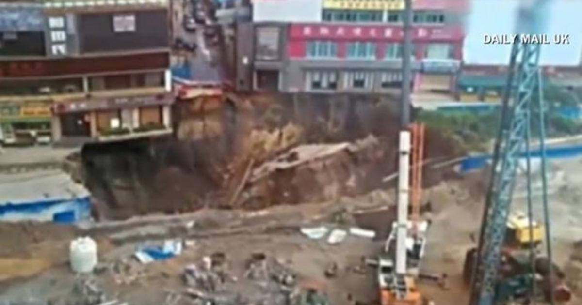Caught on camera: Huge sinkhole opens 1