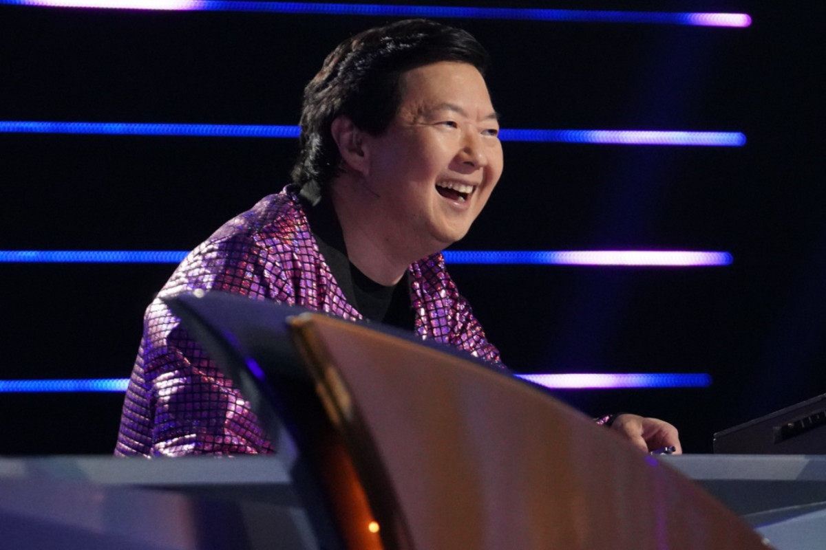 'The Masked Singer's Ken Jeong Asks for Some Help Guessing the Crab [EXCLUSIVE] 1
