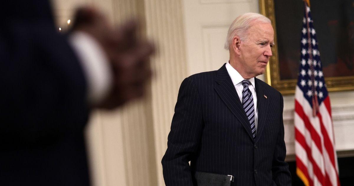 Watch: Joe Biden Keeps Forgetting His Mask After He Speaks 1