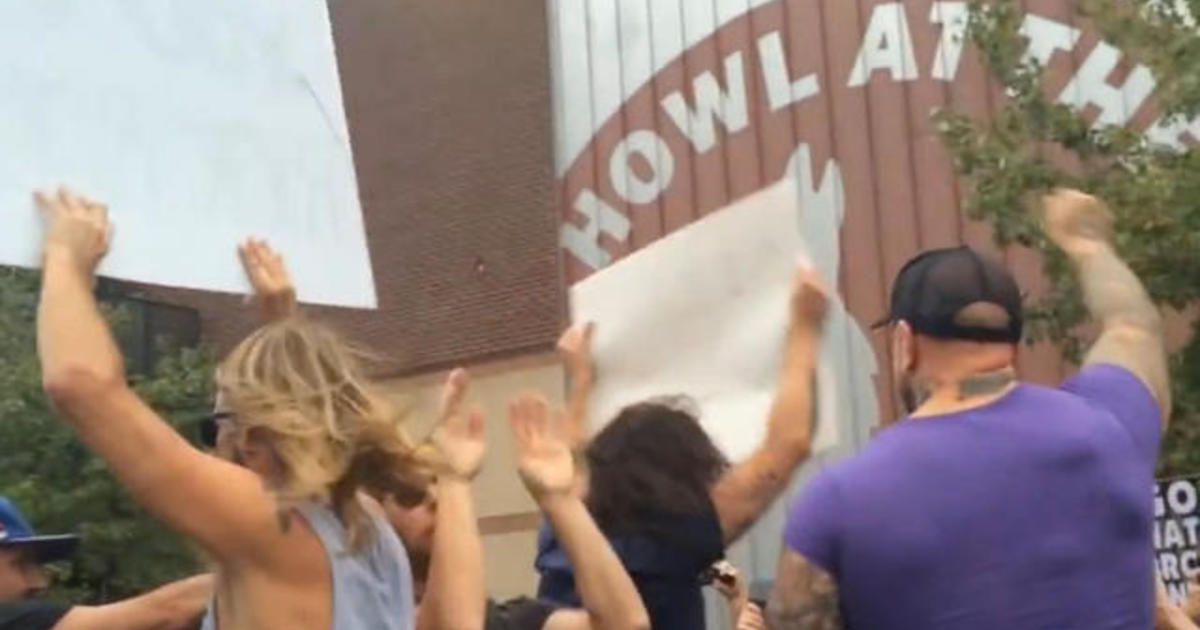 Foo Fighters rickroll Westboro Baptist Church protesters 1