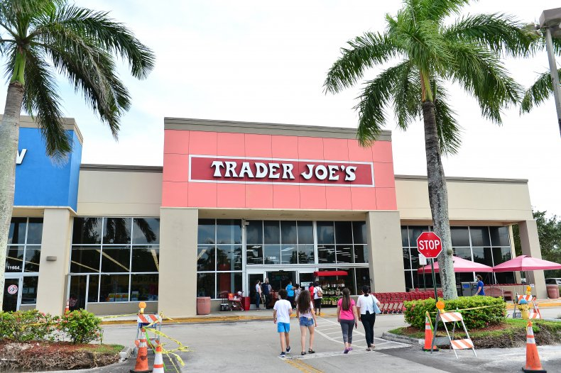 Arizona Man Refuses To Wear Mask in Trader Joe's Because of Governor Ducey 1