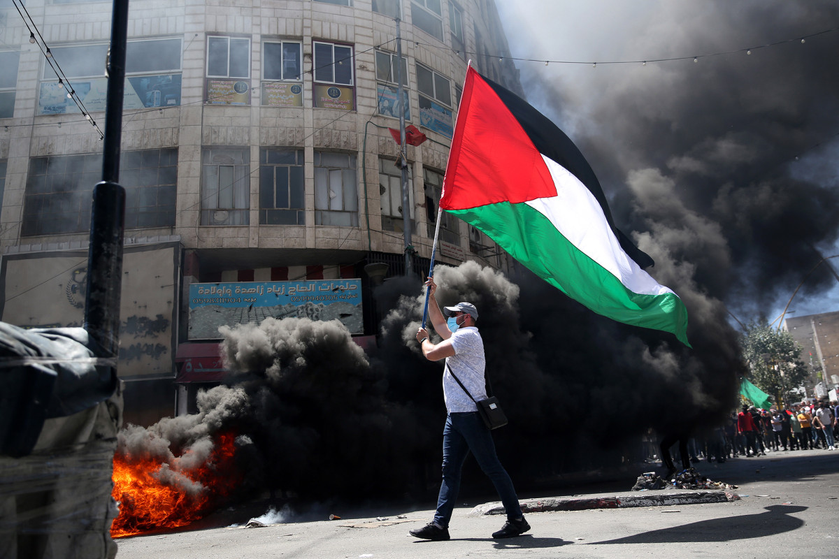 Pro-Palestinian rioters clash with police in Jerusalem's Old City 1