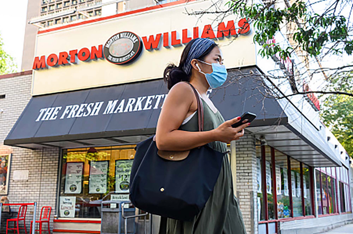 NYC supermarket enters 'hornets nest' in dropping mask mandate 1