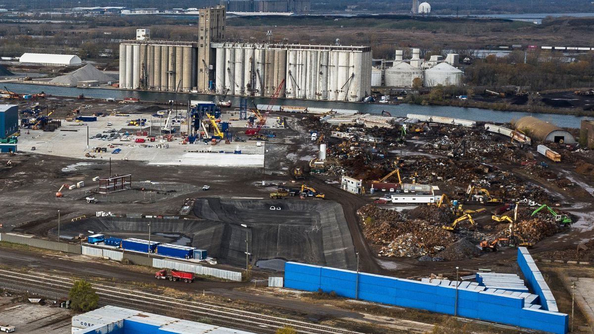 Scrap shredder sues Chicago for reneging on deal to fast-track opening on the heavily polluted Southeast Side 1