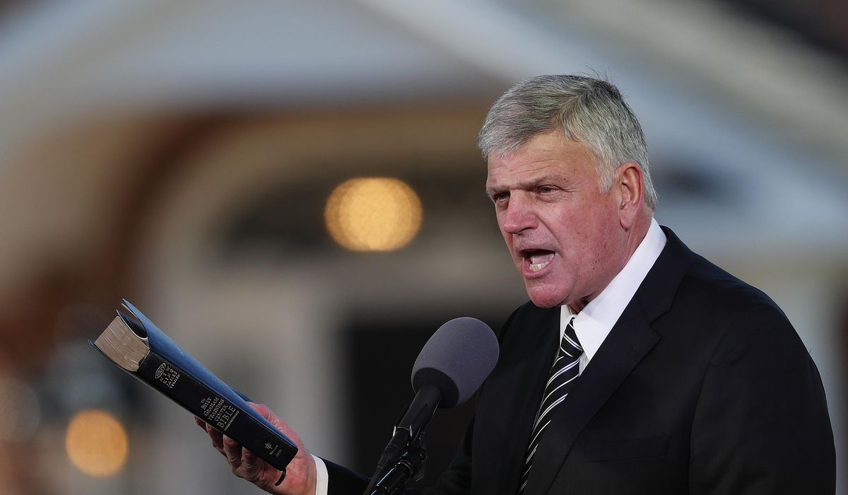 Franklin Graham: Americans should 'prayerfully' consider getting the COVID-19 vaccine 1