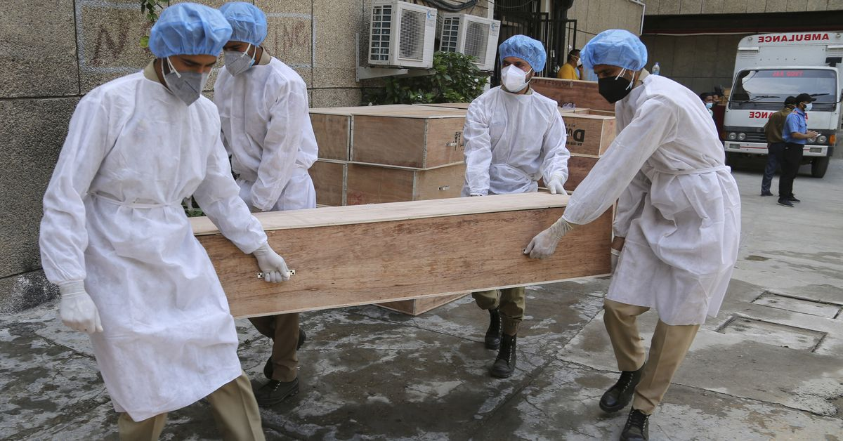 India sets global record for daily coronavirus deaths 1