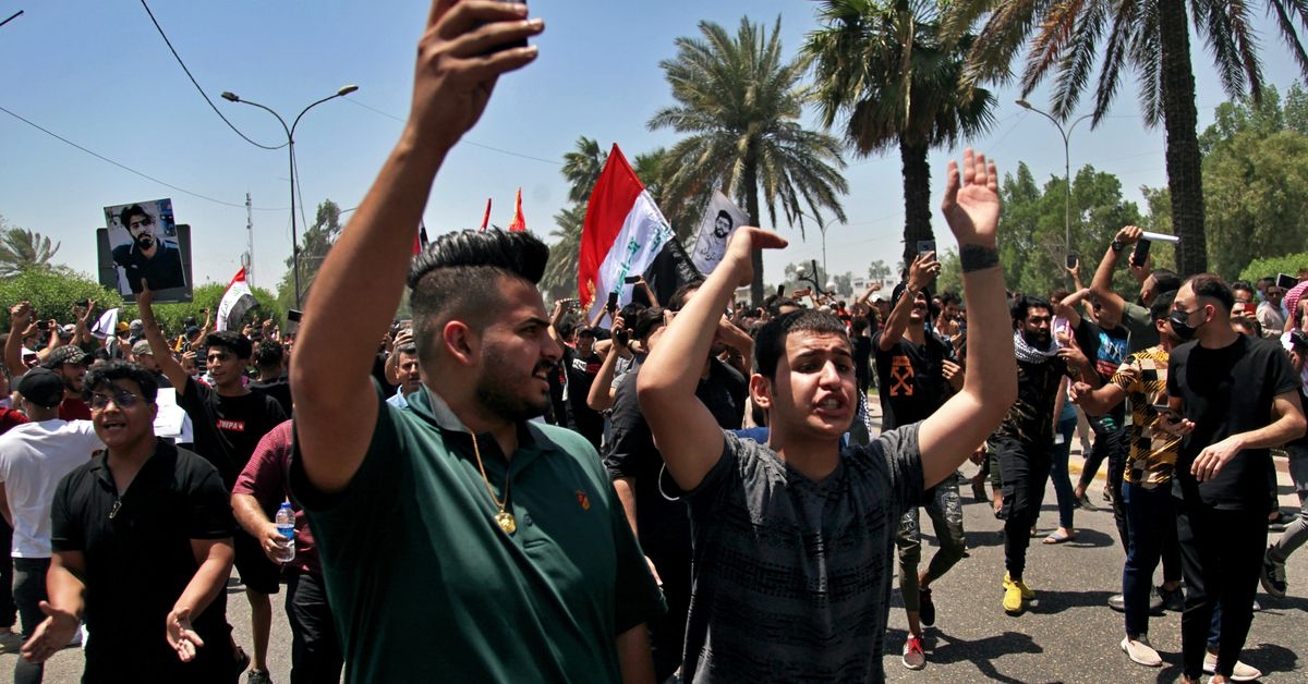 1 killed as protesters scuffle with Iraqi security forces 1