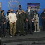 Sharpton, de Blasio kneel to honor George Floyd 7