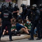 Video Shows Protesters Spraying Paint at Police Officers in Spain in Effort to Halt Eviction 7