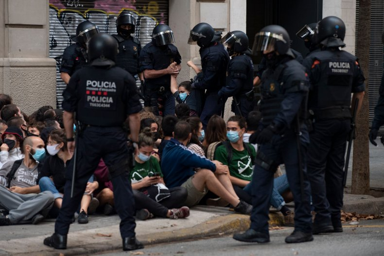 Video Shows Protesters Spraying Paint at Police Officers in Spain in Effort to Halt Eviction 1