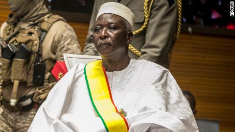Mali's vice president ousts president and prime minister from office, assumes power 1