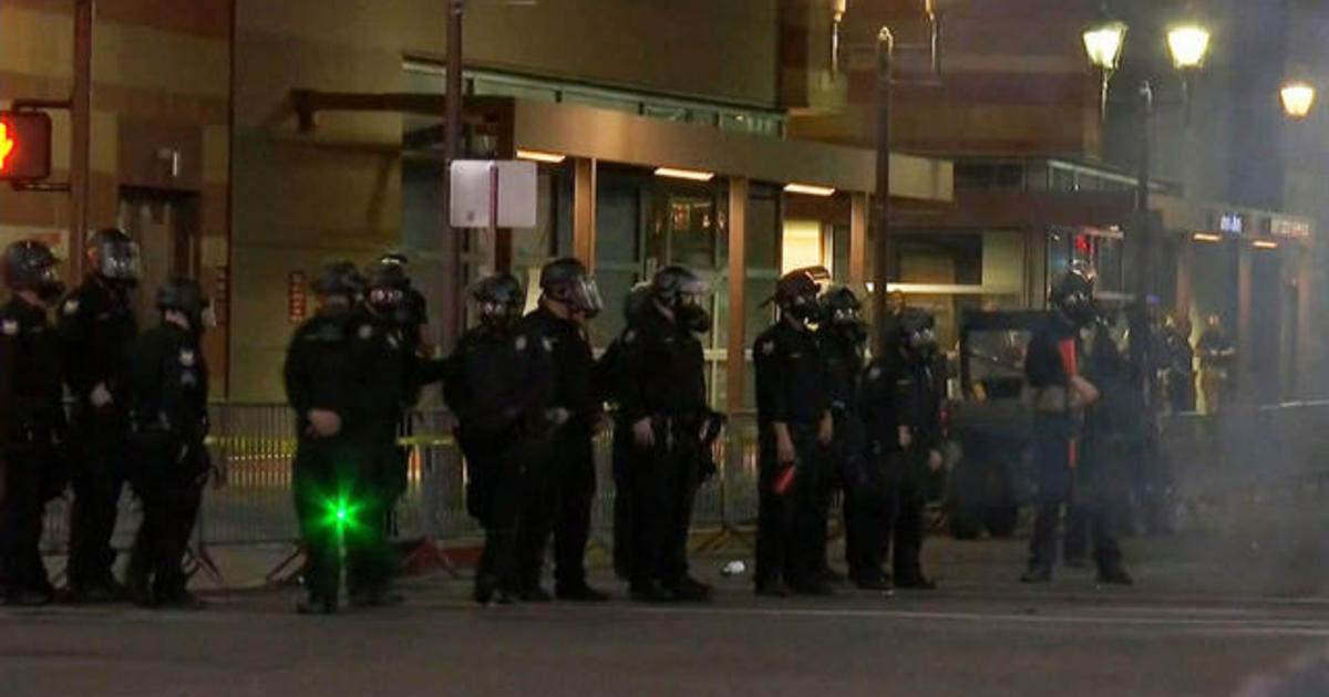 Protest outside Trump Ariz. Rally gets unruly 1